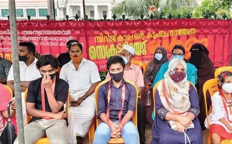 पत्रकार का परिवार न्याय पाने के लिए सड़कों पर उतरा