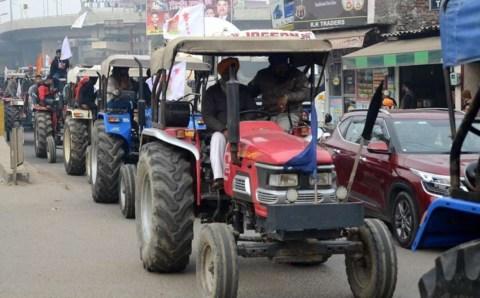 Farmers protest: गणतंत्र-दिवस ट्रैक्टर रैली पूरे जोश, दिल्ली पुलिस ने दी अनुमति