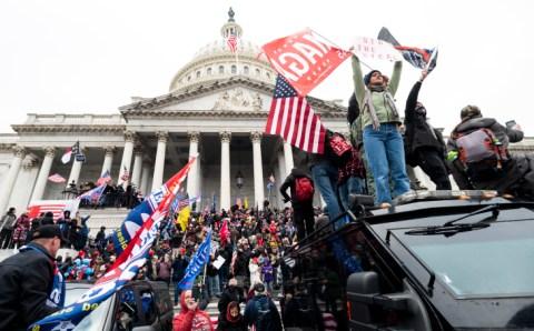अमेरिकी मीडिया ने डोनाल्ड ट्रम्प को एक 'खतरा' कहा जिसे  पद से हटाया जाना चाहिए