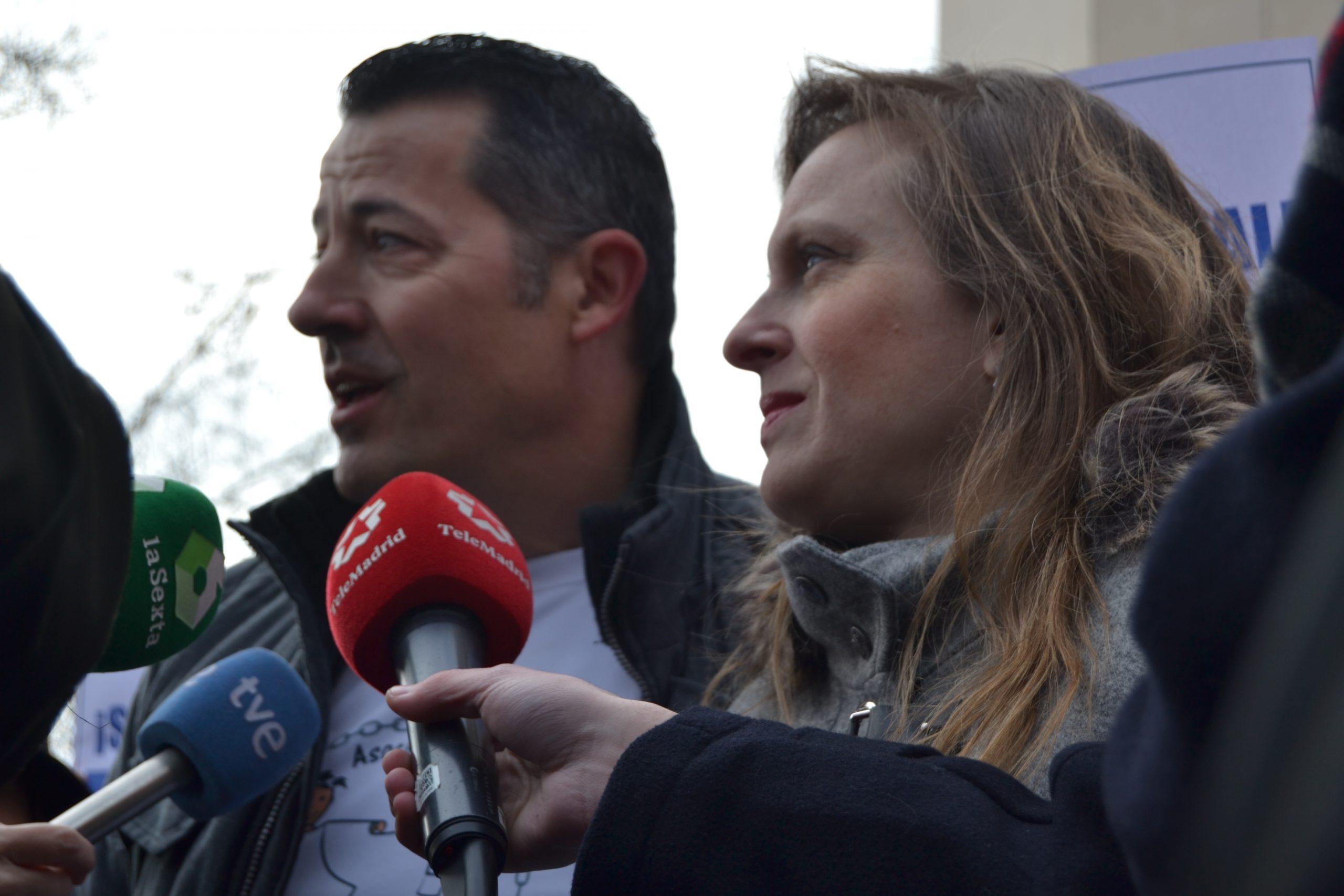 Polonia Cstellanos y Salvador Martí, ante los medios de comunicación