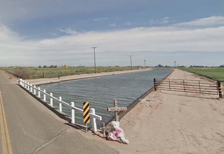 Muere Maria Otiz; Anna de Guzman y Mariana Guzman resultan heridas después de que su auto se estrellara en un canal en Stanislaus County, CA
