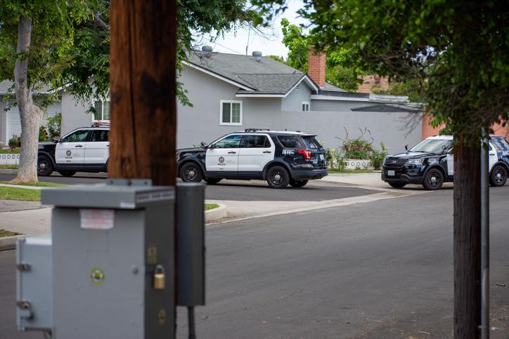Arrestan a Erin Garcia por accidente a causa del alcohol después de arrastrar a un menor y a un espectador en Orchid Drive, en Placentia, CA
