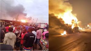 Residents of Baruwa, Ipaja runs to safety as gas explosion rocks their area.