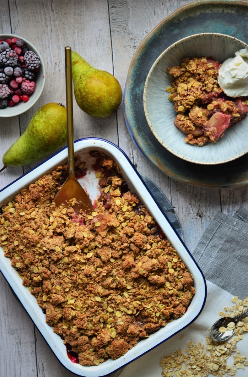 Pear and Berry Crumble with Oats and Spelt