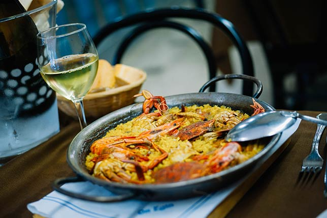 Aborígens can help you findan authentic rice paella in Barcelona