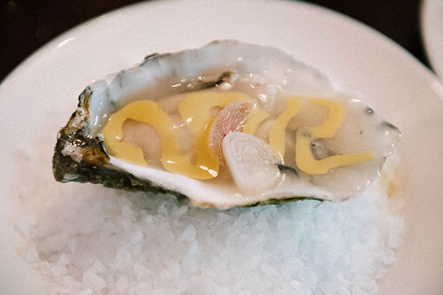 Taste fresh oyters and seafood in Barcelona