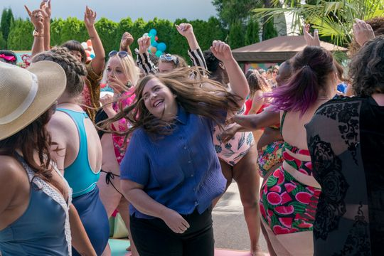 Aidy Bryant dances freely with many other fat women.