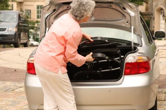 โปรดอ่านบทความนี้…ก่อนที่คุณจะตัดสินใจซื้อรถเข็นวีลแชร์แบบพับได้ !