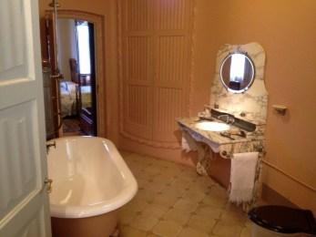 The Pedrera Apartment Bathroom