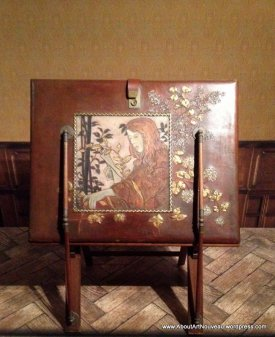 stand with embossed and painted leather portfolio 1900