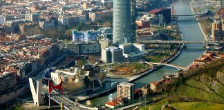 Abandoibarra, el espacio urbano en el corazon de Bilbao de 350.000 m2, en el ue se ublica, entre otros muchso elementos arquitectónicos y urbanísticos, el Museo Guggenheim Bilbao