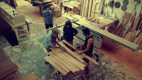 Oreka TX en en taller de Walter (Buenos Aires). Construyendo una txapalarta en Argentina con cedro misionero