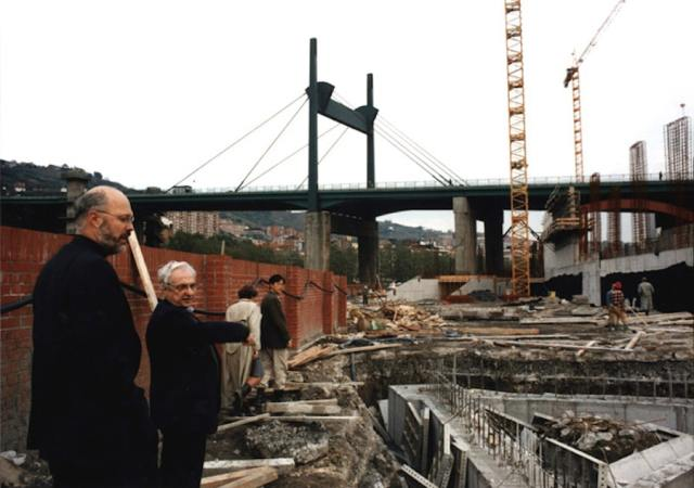 Tomás Krens and Frank Gehry observing the foundations of the Bilbao Guggenheim Museum
