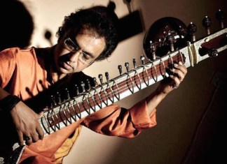 """El compositor e intérprete de Sitar Shubhendra Rao se enfrentará en Bilbao por primera vez al """" Concierto nº1 para sitar y orquesta"""" escrito por su maestro Pandit Ravi Shankar"""