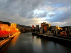 Bilbo Guggenheim Museoa. Epeak eta aurrekontu barruan eraikia. Argazkia: Tanama Tales