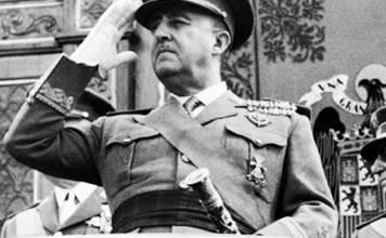 El insurrecto Franco durante su criminal dictadura. Foto publicada por el diario fascista italiano Secolo d'Italia