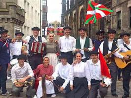 El grupo de vascas y vascos en el Fringe Festival de Edimburgo a los que se refiere esta información del Review Sphere
