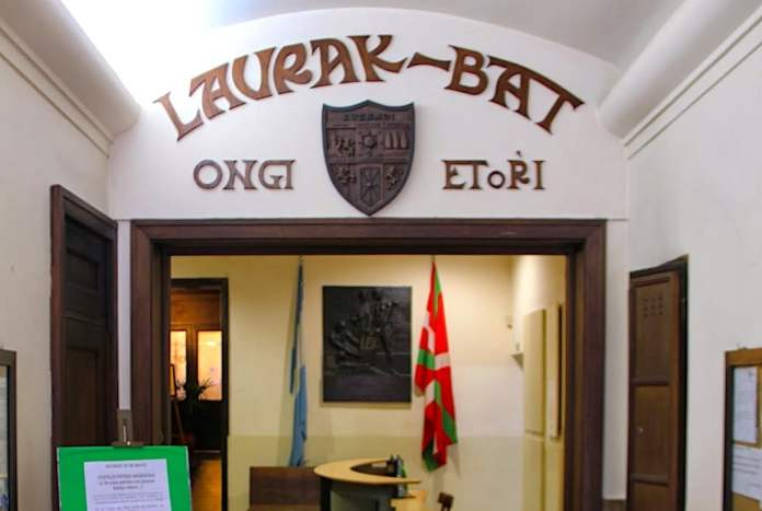Entrance of the Laurak Bat Basque Center (Gorka Berasain)