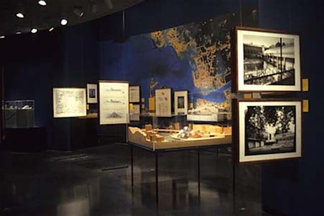 An image of the exhibition on the Transformation of Bilbao held in 2000.  (photo by Xavier Vendrell) at the Art Institute of Chicago.