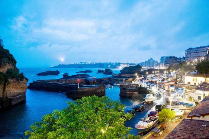 Una vista de Biarritz al aterdecer. © Markel Redondo para The New York Times.jpg