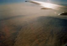 """Sobrevolando el desierto de Rub-al-Khali, o el """"cuartel vacío"""", el mayor desierto de arena del mundo / Flying over Rub-al-Khali desert, the Empty Quarter, the largest continuous body of sand on the planet."""