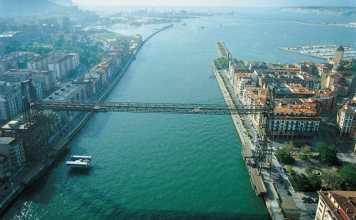 Aerial view of Bilbao's harbour area. Copyright: Aitor Ortiz, from Archivo Autoridad Portuaria de Bilbao.