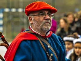 A man in traditional Basque dress Credit- Urko Dorronsoro