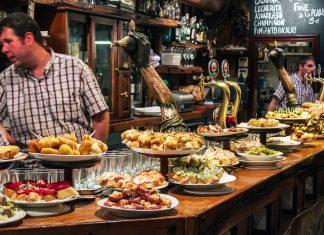 """Lonely Planet declara el """"ir de pintxos"""" como la mejor experiencia gastronómica del mundo"""