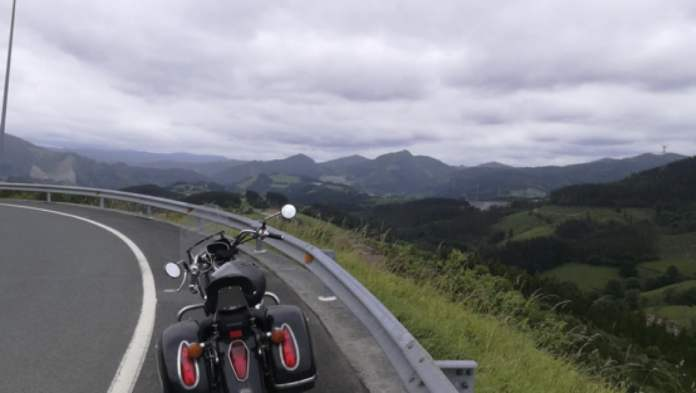 Camino de Markina. Puntos de Vista. John R. Bopp por Bizkaia en moto