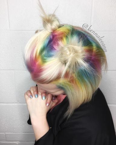 Regenboog uitgroei hairdo