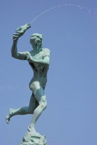 This image has an empty alt attribute; its file name is 19-03-Antwerp-sculpture-throw-hand.jpg