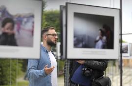 """Felix Kleymann steuert die Reportage """"Pacificacao"""" über die Befriedung der Favelas im brasilianischen Rio de Janerio im Vorfeld der Fußball-WM 2014 bei. Er ist einer der vielen Künstler, der beim Lumix-Festival auch Rede und Antwort steht."""