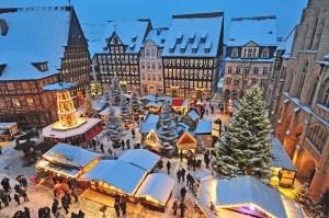 Hildesheims Weihnachtsmarkt in der Abenddämmerung © Van-der-Valk-Hotel-Hildesheim
