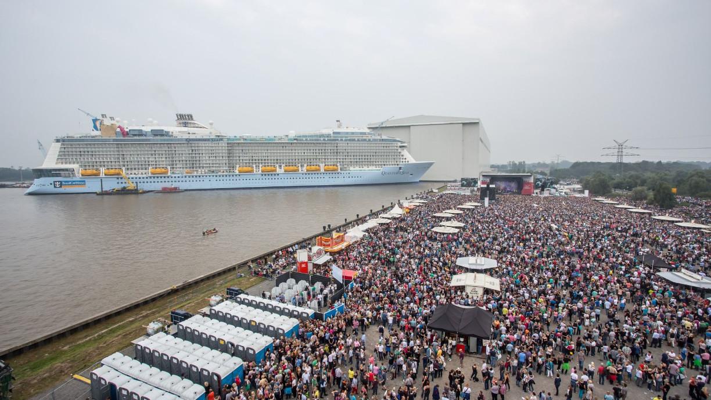 25.000 Menschen feierten beim NDR-2 Papenburg Festival 2014. (c) Axel Herzig