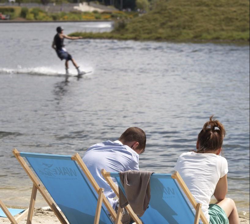 Auf dem Strandabschnitt kann man die Sonne genießen und den Sportlern zuschauen, (c) WMG Wolfsburg