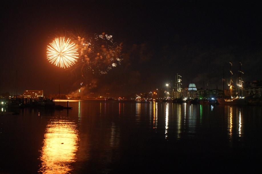 Höhenfeuerwerk im Großen Hafen   Foto: Barbara