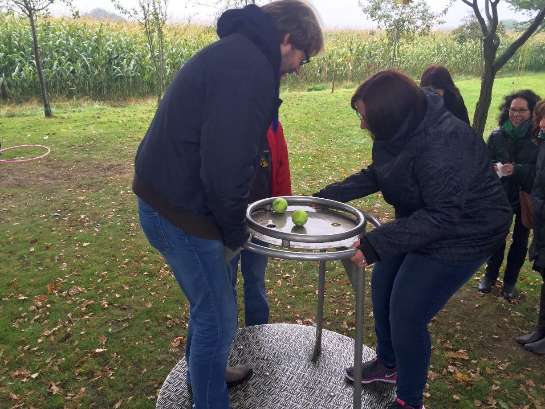 Gar nicht so einfach: beim einnorden des Kompasses ist Geschicklichkeit gefragt. (c) Patrick Anneken