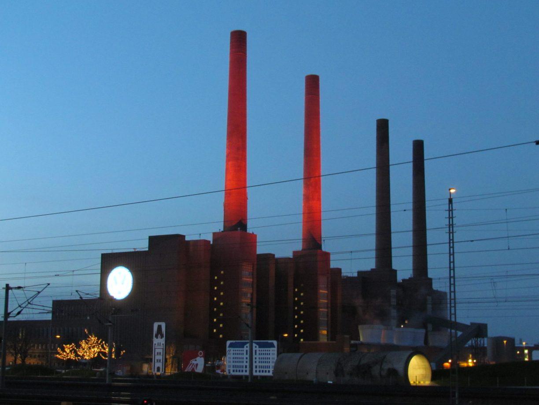 Adventskranz auf die Wolfsburger Art Foto: Björn