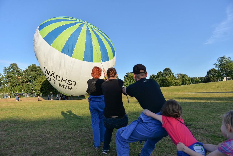 Mit dem Parachute wird der Ballon festgehalten, damit er sich nicht dreht.