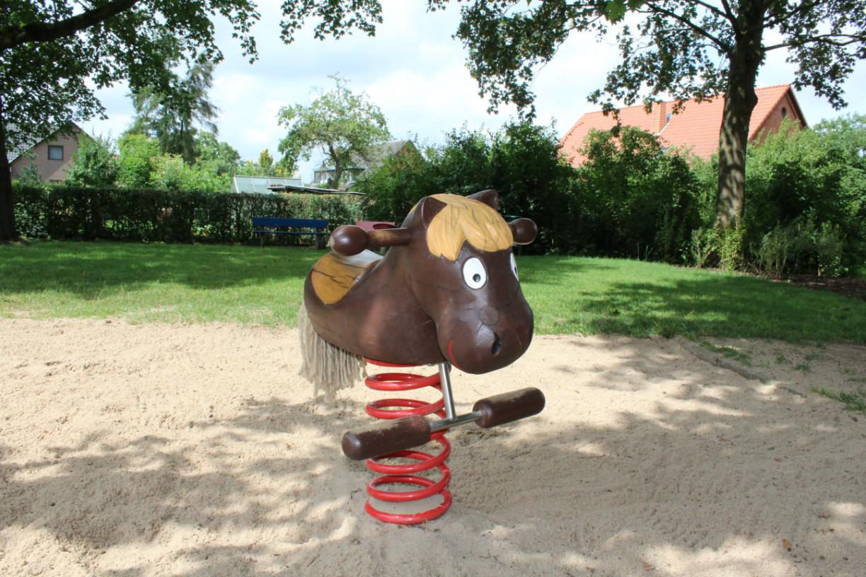 Ponyreiten für die Kleinen. Foto: Angelika Revermann