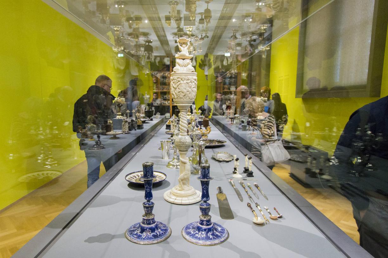 In den Vitrinen sind wertvolle Tischutensilien zu entdecken. Foto: Braunschweig Stadtmarketing GmbH