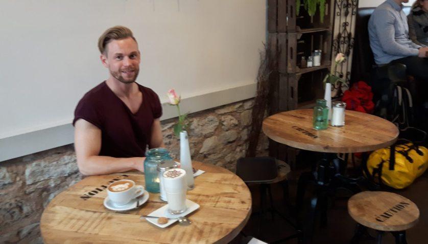 Jan - einer der beiden Brüder, denen das Göttinger Kaffeehus gehört