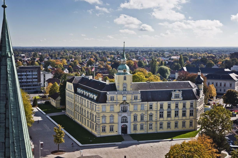 Oldenburger Schloss von dem Turm der St. Lamberti-Kirche aus fotografiert.