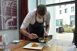 Auch das Anrichten ist in der Küche des Steigenberger Hotels große Kunst. Foto: Braunschweig Stadtmarketing GmbH