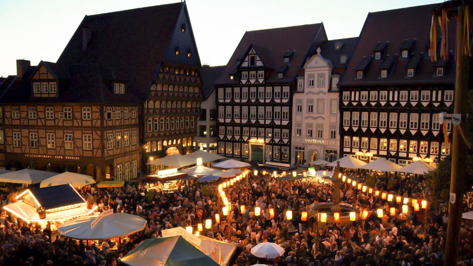 Blick auf das Weinfest in Hildesheim