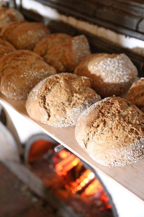 Frisches Brot im Steinbackofen. Foto: Mühlenviertel GmbH