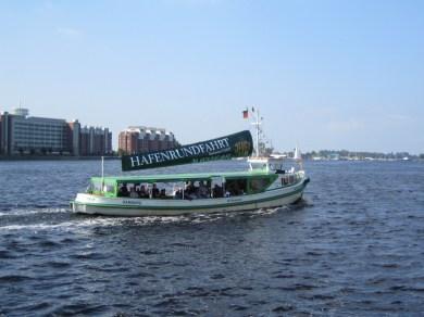 """Mit der Barkasse """"Große Freiheit II"""" kann der Binnenhafen entdeckt werden © Barbara"""