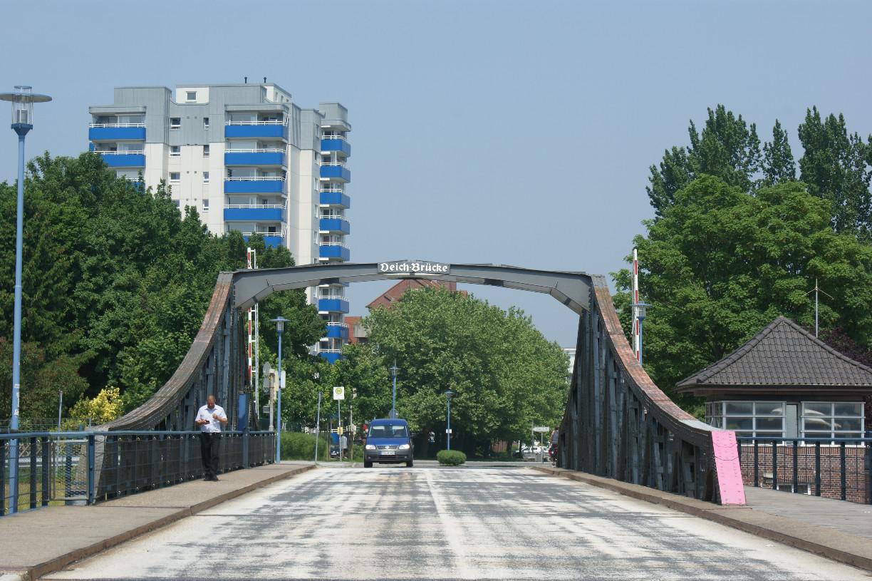 Auch die Deichbrücke ist bereits über 100 Jahre alt © Barbara