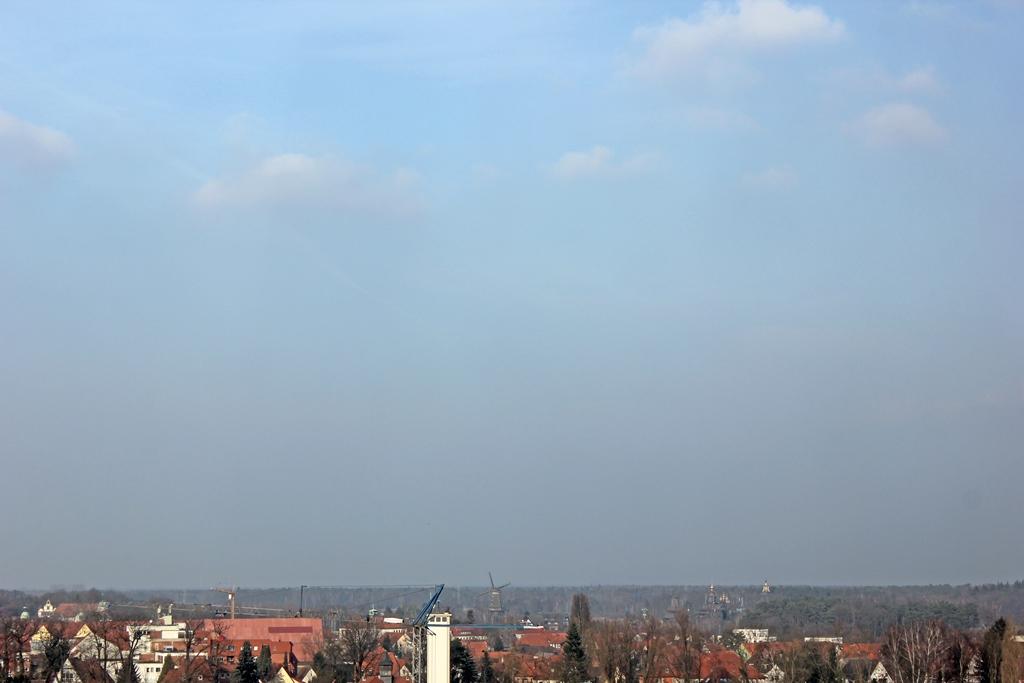 Bewölkter Himmel, Blick auf Gifhorn aus dem Café im Gifhorner Wasserturm.