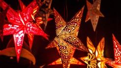 Weihnachtssterne auf dem Hildesheimer Weihnachtsmarkt©